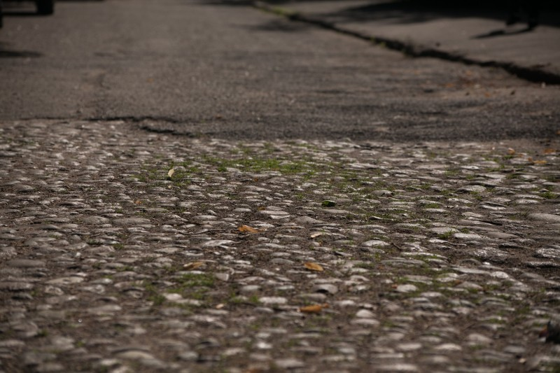 3. Брукаваны пас на вуліцы Міра ў занёманскай частцы горада (1)