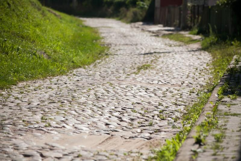 Отрезок Подольной улице за католическом кладбище до сих пор выложены камнями