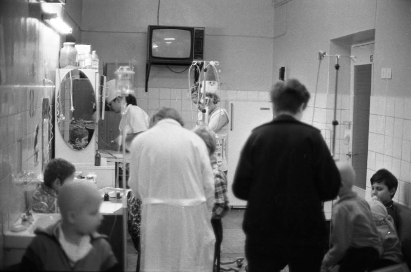 Спачатку гуманітарную дапамогу складалі лекі і вітаміны, разнастайныя медыцынскія матэрыялы.