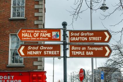 dublin-street-sign-xb9qq