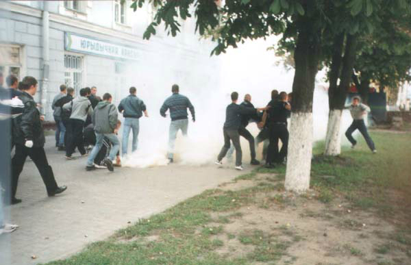 Сутычка мінскіх Дынамаўцаў з гомельскімі фанатамі, 2001 год